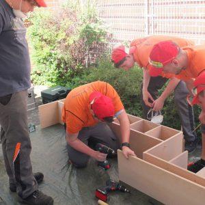 APS UBEK Azubis bauen Bücherregal